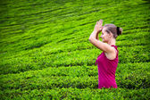 Praying woman in tea plantations — Stock Photo