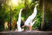 Yoga couple in the garden — Stock Photo