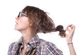 Jovem garota usando óculos com um magnífico hairdressspectacles — Foto Stock