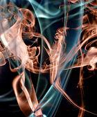 Abstrakt färgglada röken på svart bakgrund. — Stockfoto