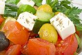 Ensalada de queso feta con tomates y aceitunas verdes — Foto de Stock