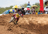 MUAKLEK, THAILAND - AUGUST 05: Unidentified rider participates in competition Supercross Championship of Thailand, on August 05, 2012 in Muaklek, Saraburi,Thailand — Foto de Stock
