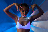 Pretty woman dance with glow make-up — Stock Photo
