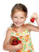 Linda niña sosteniendo una fresa — Foto de Stock
