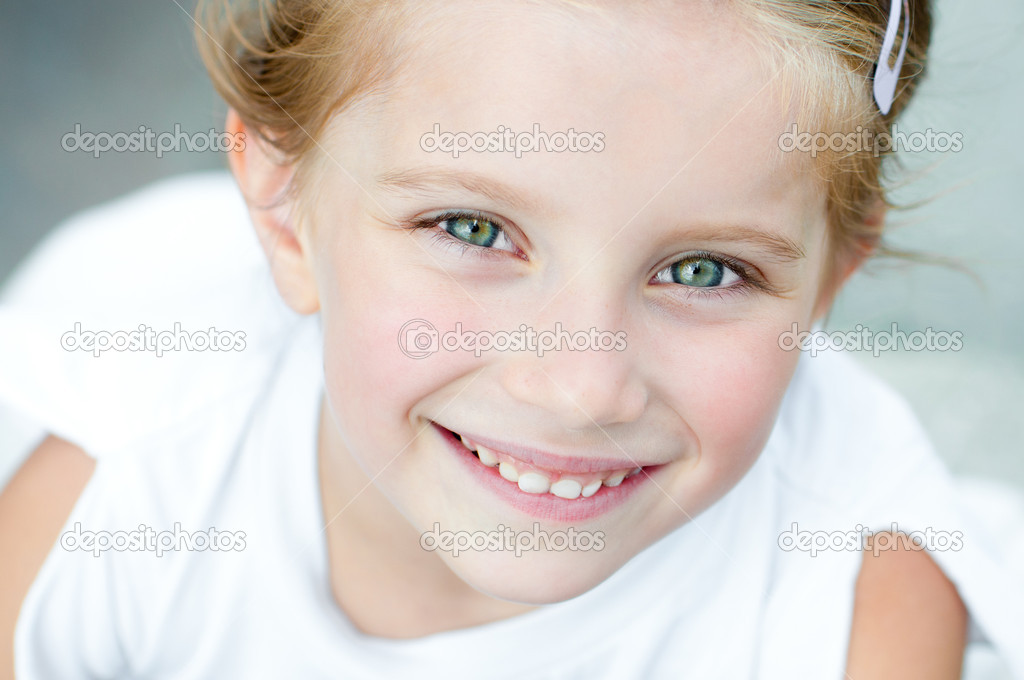 Smile please... Depositphotos_11986755-Little-girl-smiling