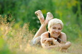 Portrait of smiling woman outdoors — Stock Photo