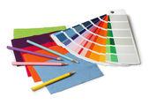 Tužky a barvy a textilie vzorek vzorky — Stock fotografie