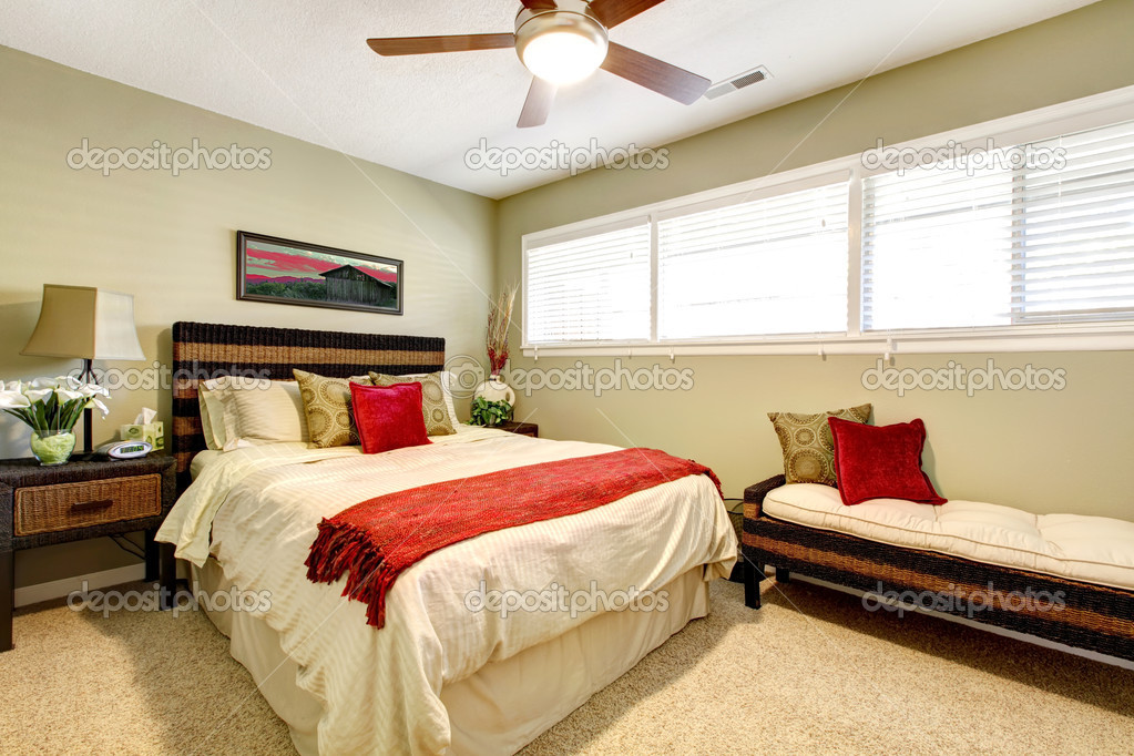 Bedroom interior with red and green elegant simple design - Red and green interior design ...