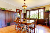 Nice dining room with wood walls and hardwood floor. — Foto Stock
