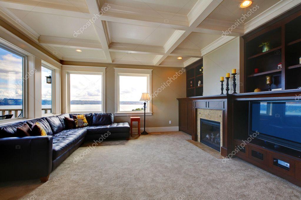 Sala De Tv Grande De Luxo ~  Sala de luxo de estar com televisão, sofá de couro azul e tv