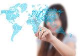 亚洲商务女士推社交网络白板. — 图库照片