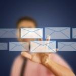 asiatiska affärsman driver mail för sociala nätverk — Stockfoto