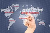 Ruční prosazování sociální sítě mapa světa — Stock fotografie