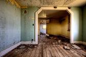 Pradaria de interiores casa abandonada — Foto Stock