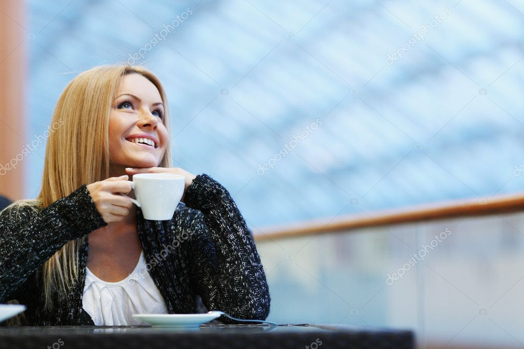 Portrait of a beautiful lady drinking afternoon coffee — Stock Photo #10738717