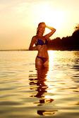 海での女性 — ストック写真