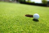 Piłeczki do golfa na wardze cup — Zdjęcie stockowe