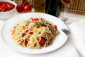 Spaghetti with tuna and tomato — Stock Photo