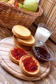 Bruschetta with strawberry jam, italian healthy breakfast — Stock Photo