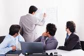 Drie zakenmensen in een vergadering — Stockfoto