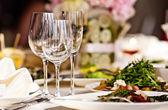 Verres vides dans restaurant — Photo