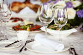 Empty glasses set in restaurant — Foto Stock