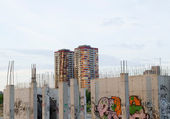Unfinished building painted graffiti skyscrapers — Stock Photo
