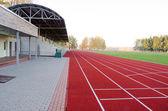 Atletizm stadyumu koşma parça futbol sahası — Stok fotoğraf