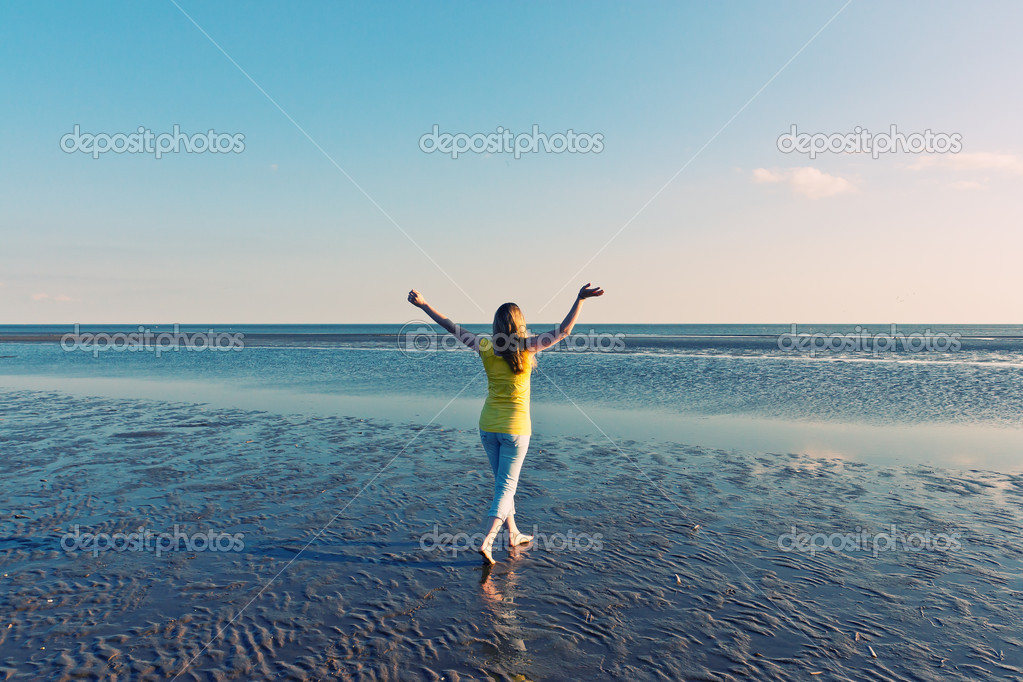 Energetic and satisfied woman on the beach — Stock Photo #10945927