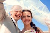 Smiling bride and groom — Stock Photo