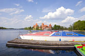 Historical Trakai castle and boats on the lake — Stock Photo