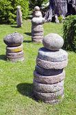 Colección piedra y piedra de molino en el patio — Foto de Stock