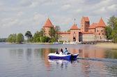 Castillo medieval lituano trakai en primavera — Foto de Stock