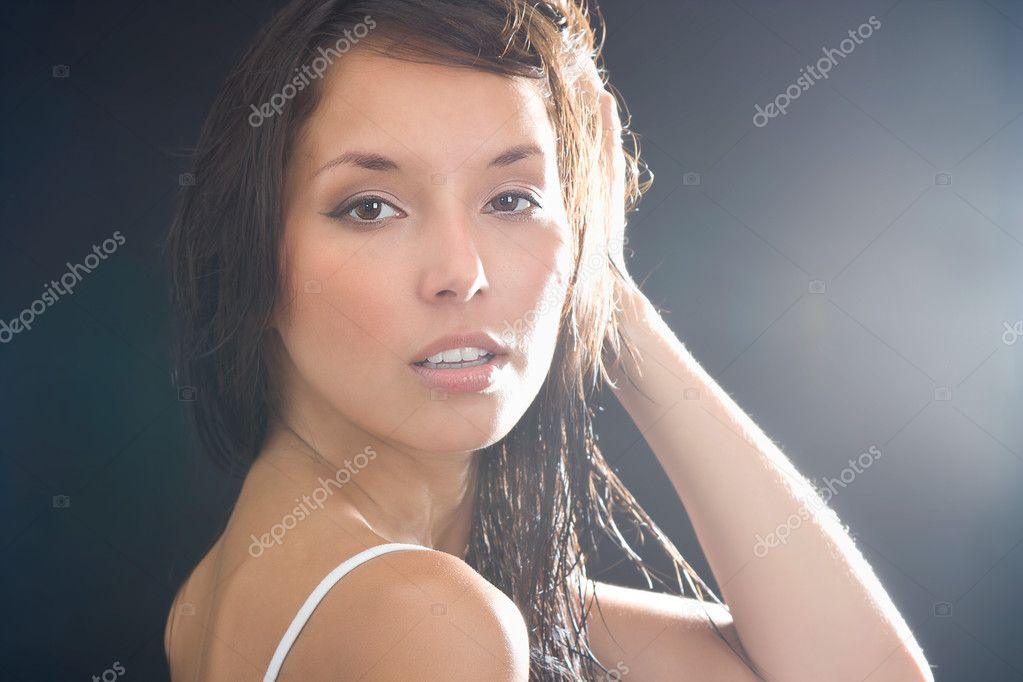 Fashion Brunette . Beautiful Makeup and Healthy Black Hair — Stock Photo #11996729