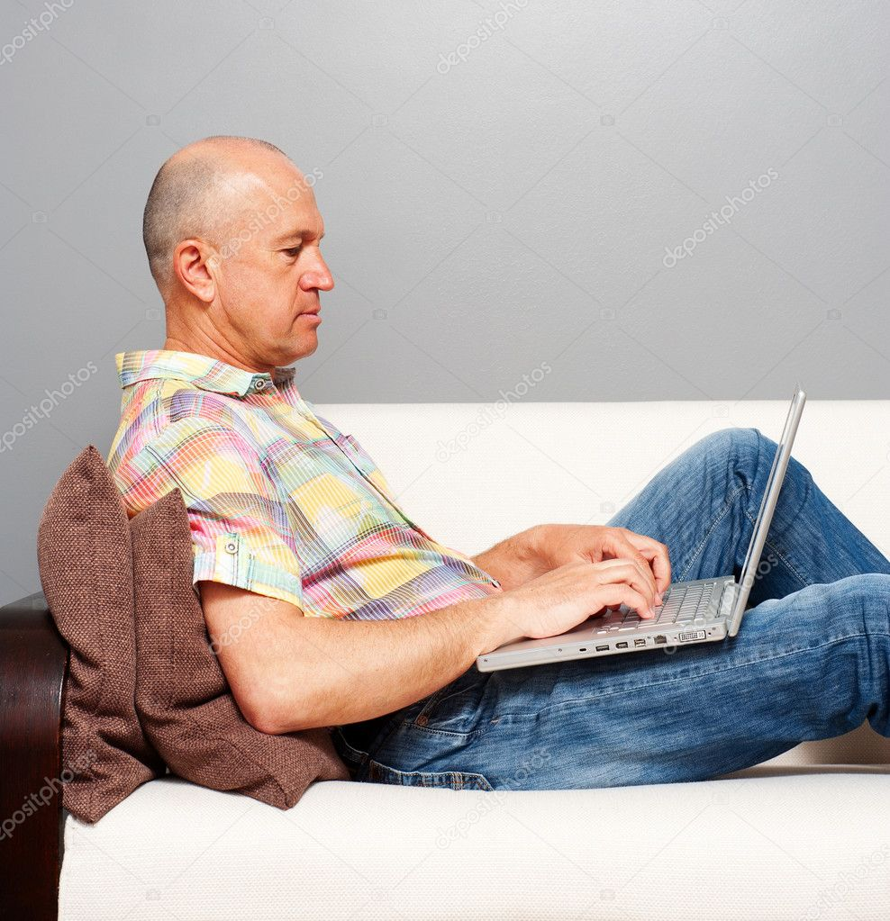 Senior man with computer at home — Stock Photo #10792724