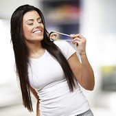 Woman eating sushi — Stock Photo