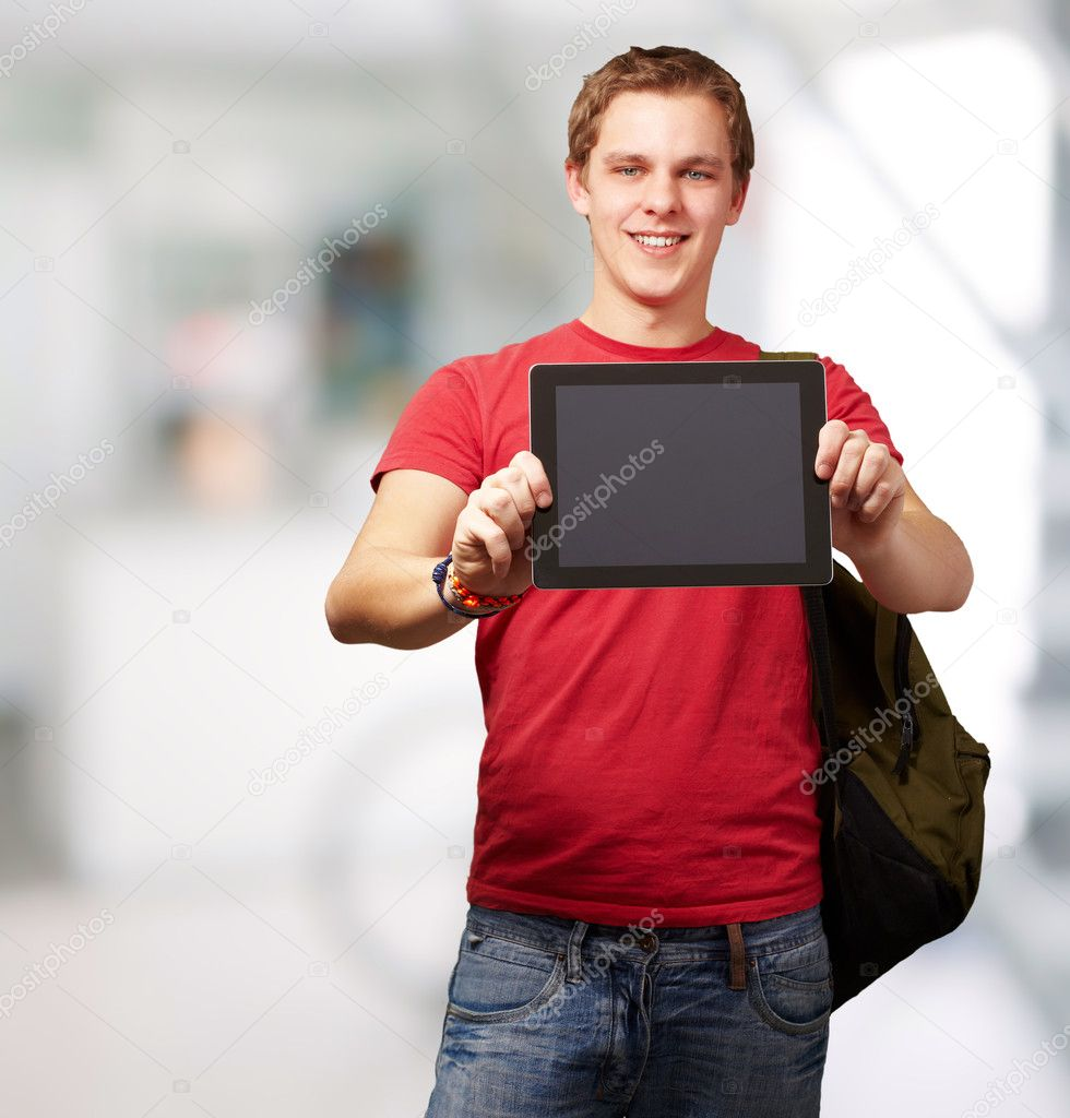 Portrait of young man holding a digital tablet indoor — Zdjęcie stockowe #11367810
