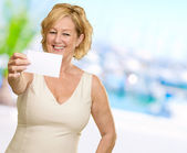 Woman Showing Blank Card — Stock Photo