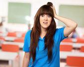 Kvinna med en chockad uttryck — Stockfoto