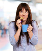 Beautiful Woman With Coffee And Cookies — Stock Photo