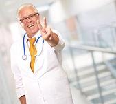 先輩医師の肖像画 — ストック写真