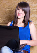 Young girl with laptop — Stockfoto