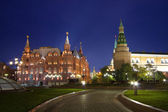 Moscow, Kremlin wall and Historical Museum at night — Stock Photo