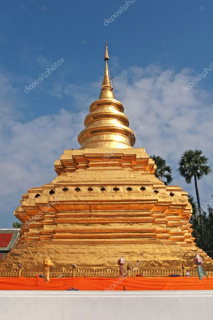 Golden Stupa in Thailand — Stock Photo #10774118