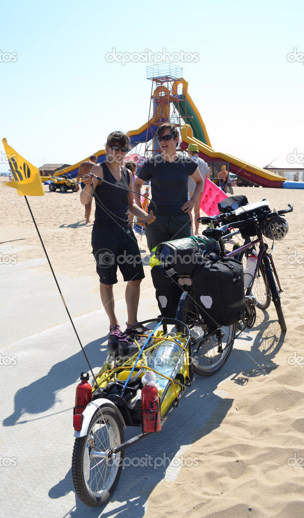 ... It was made by two tourists of Switzerland. They on bicycles overcame a distance in 1000 kilometers from Turkey to Ukraine. The photo is made in Odessa region in the resort settlement Zatoka.21 Iyunya 2012. — Stock Photo #11680656