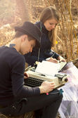 Young couple freelance typing on typewriter — Stock Photo