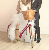 Groom and bride in wedding beside old bicycle — Stock Photo