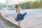 Girl, hippie, walking on the side of the carriageway — Stock Photo