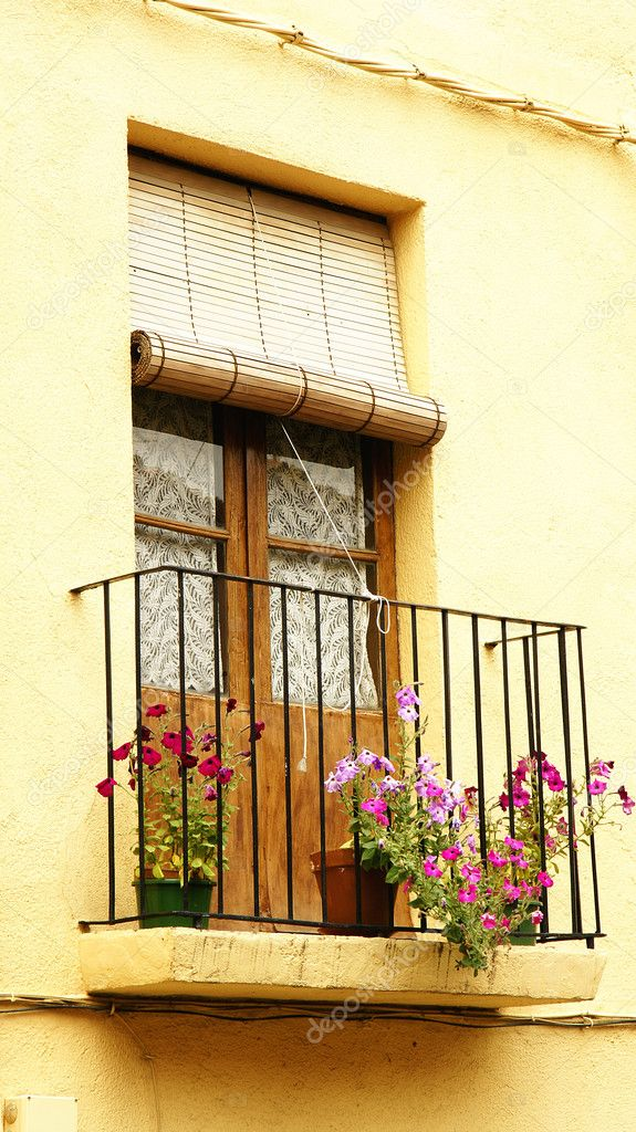 Balcony with pots and flowers in Hostalric, Girona — Stock Photo #11313281