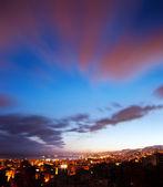 Paesaggio di città di notte — Foto Stock